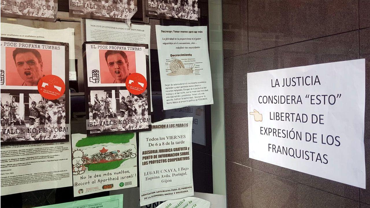 Cartel replicando a la última pegada de pasquines ultras en la sede de Podemos Xixón