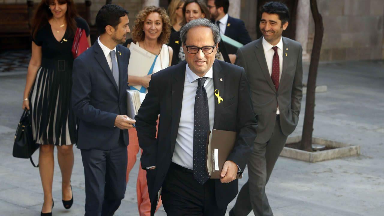 .Pedro Sánchez y Alberto Núñez Feijoo, ayer, en la entrada del palacio de la Moncloa