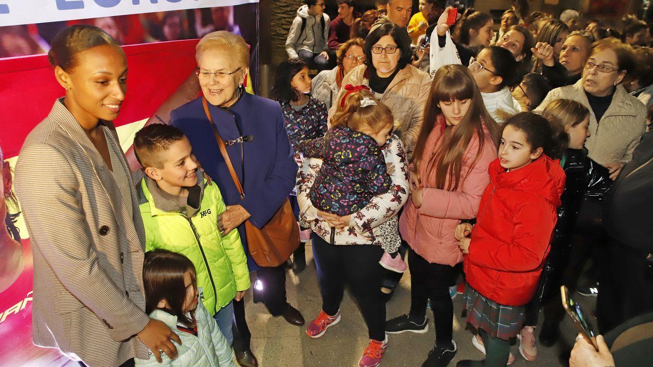 ¡Mira aquí las imágenes de la recepción a Ana Peleteiro en Ribeira!