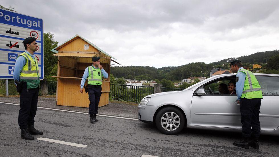.Control en el antiguo paso fronterizo de Pontebarxas, en Ourense