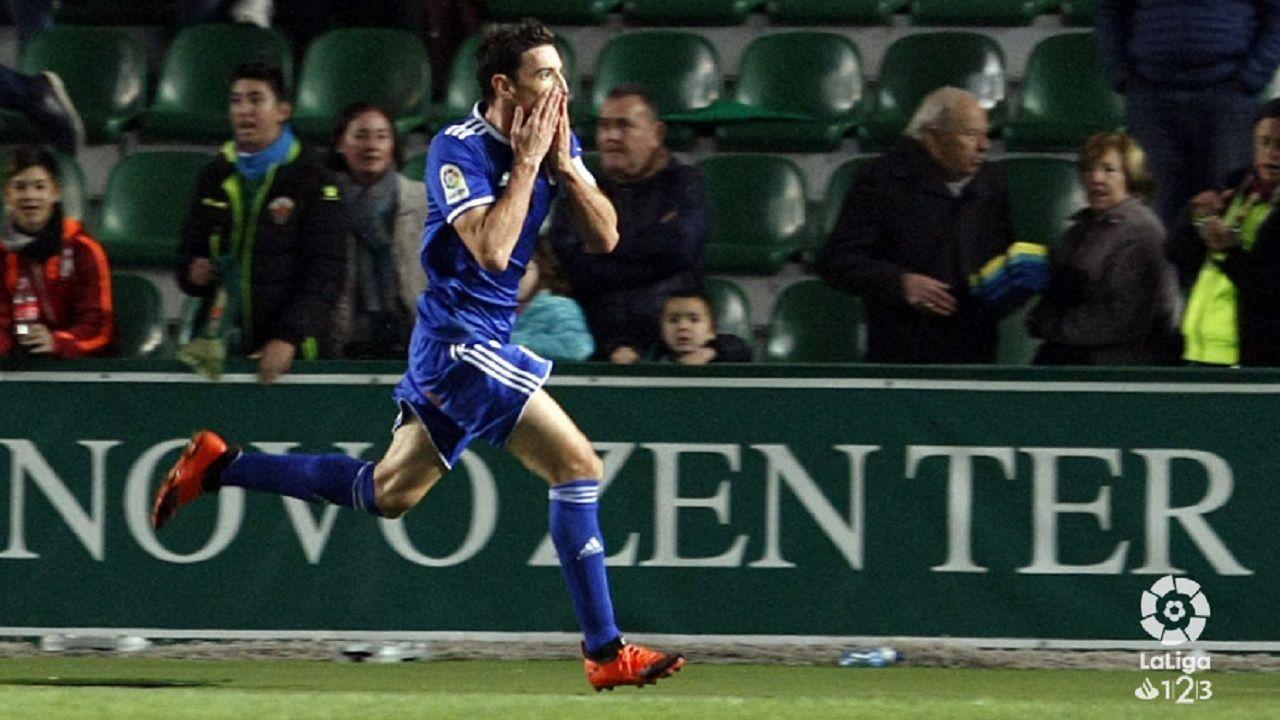 Gol Toche Elche Real Oviedo Martinez Valero.Toché celebra el 1-2 en el Martínez Valero