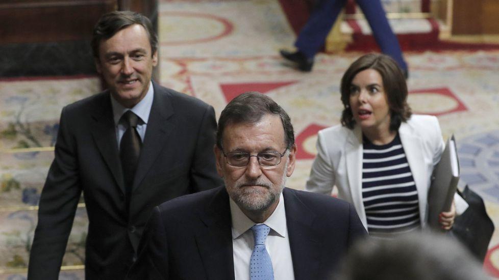 Inés Arrimadas da el «sí, quiero».Rajpy, con Rafael Hernando y Soraya Sáenz de Santamaría