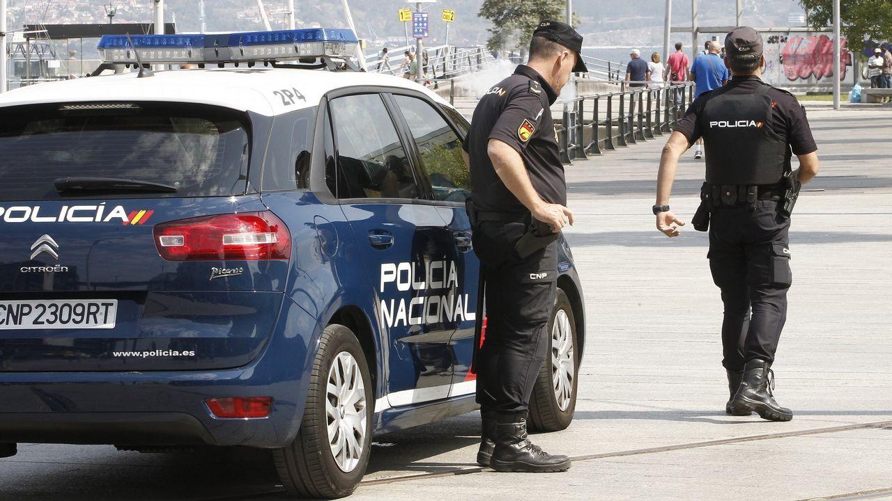 Cartel de la campaña de XEGA.Concentración en A Coruña contra la violencia machista