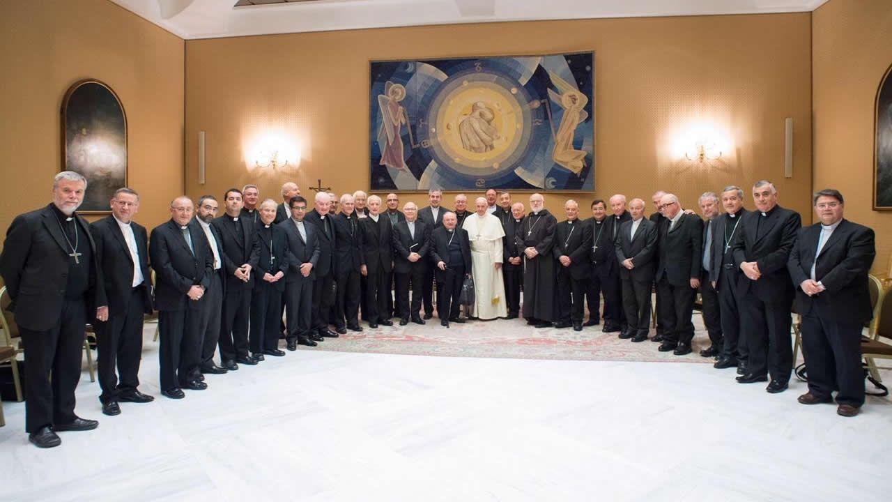 Sesenta años haciendo arte con flores por Corpus.El papa Francisco junto a los 34 obispos chilenos