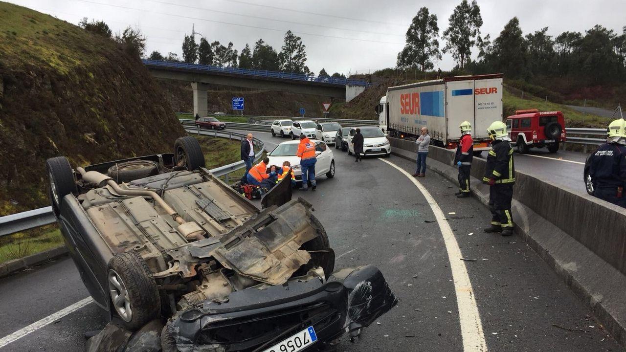 Un herido al volcar un coche cerca de Milladoiro.