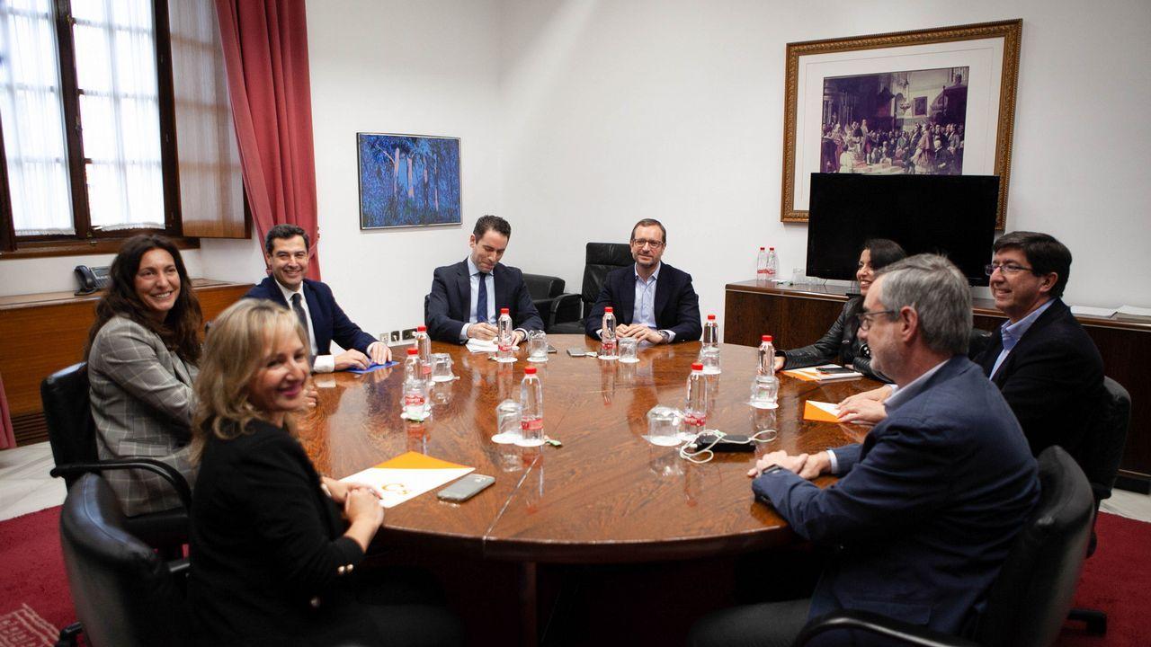 Reunión de delegaciones del PP y Ciudadanos que negociaron un acuerdo en Andalucía