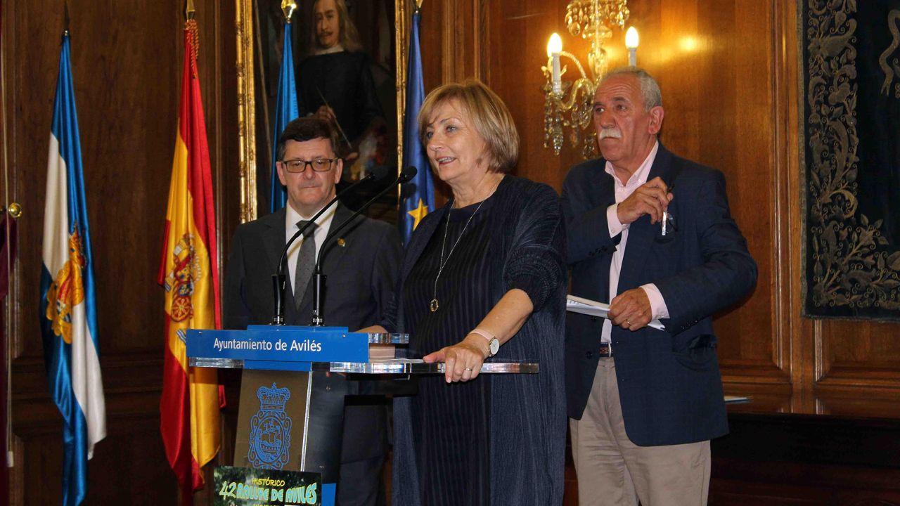 Avilés calla por las víctimas.La alcaldesa de Avilés, Mariví Monteserín, presenta la 42 edición del rallye de Avilés, acompañada de Arsenio Álvarez, secretario del rallye (izquierda)