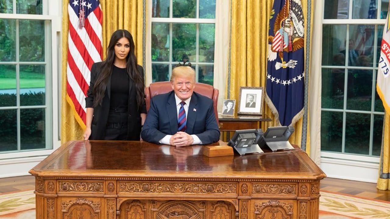 Trump indulta a una mujer condenada hace 20 años por tráfico de drogas tras la petición de Kim Kardashian.El secretario de Estado de EE.UU., Mike Pompeo, durante la cena con la delegación norcoreana