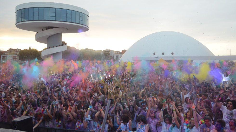 Holi Party Niemeyer.Protesta de los trabajadores de las auxiliares de Alsa