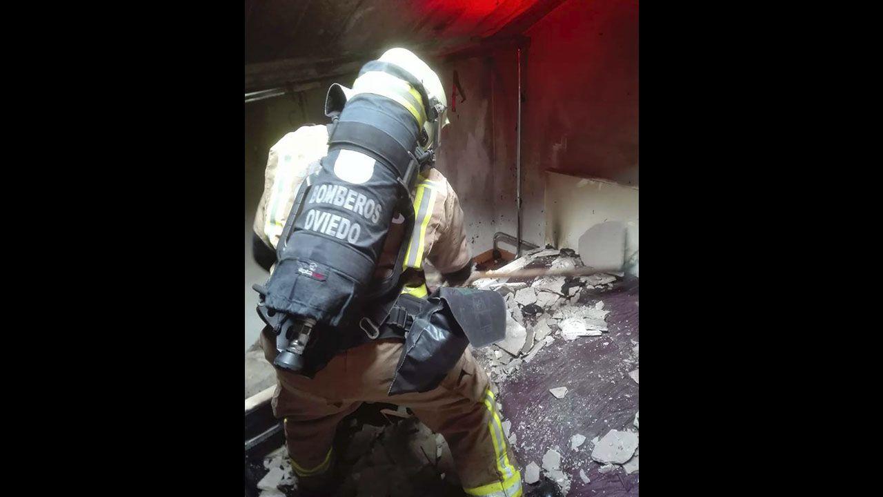 Incendio en la calle San Isidoro.Imagen de archivo de un incendio en la zona de Viana do Bolo