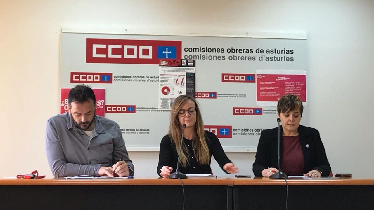 Representantes de CCOO Asturias presentando la guía laboral para los jóvenes asturianos