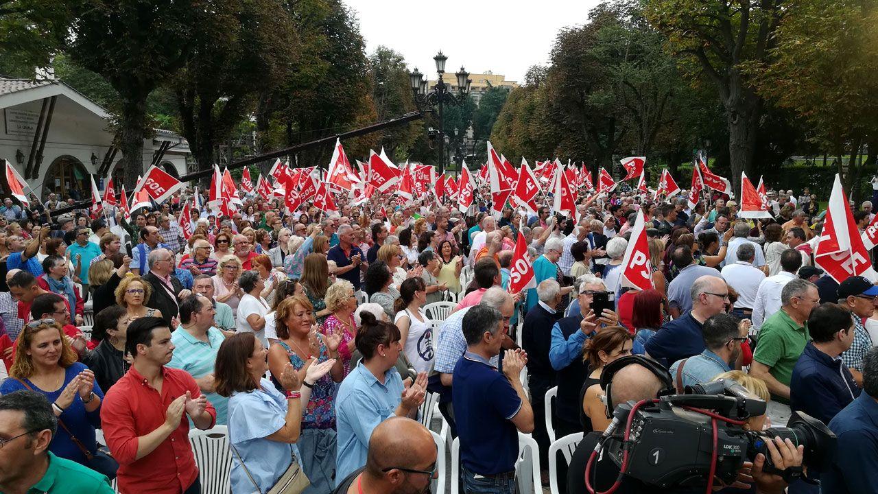 Asistentes a la Fiesta de la Rosa 2018 en el paseo del Bombé, en Oviedo
