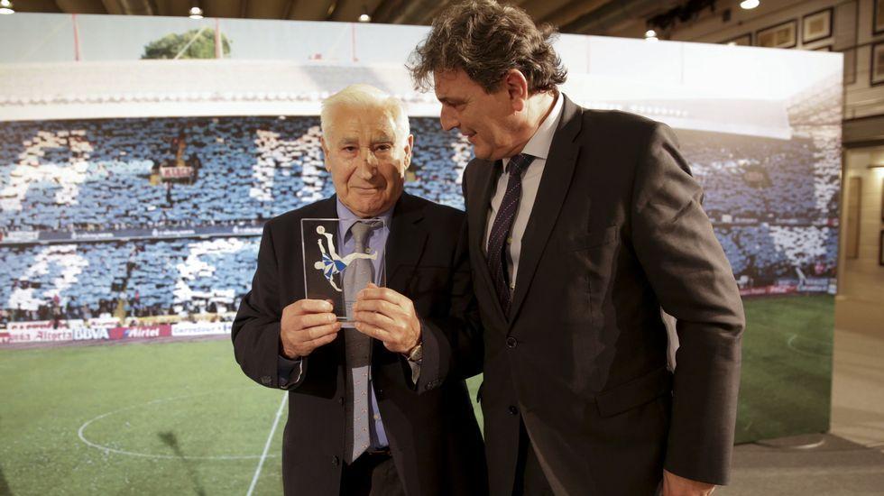 Las mejores imágenes del acto del 110 aniversario del Deportivo.Armando Álvarez, ex futbolista del Oviedo