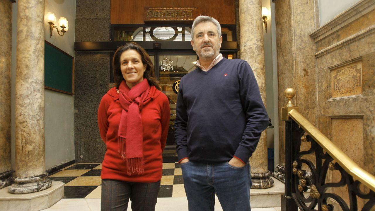 .El presidente del Casino Ferrolano-Tenis Club, Indalecio Seijo «Lesi», junto a la vocal de Deportes, Paula Ruibal