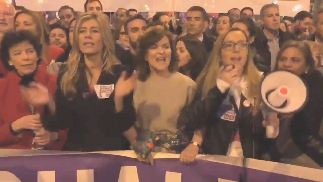 La mujer de Sánchez y las ministras socialistas el 8M: «¿Dónde están, no se ven, las banderas del PP?»