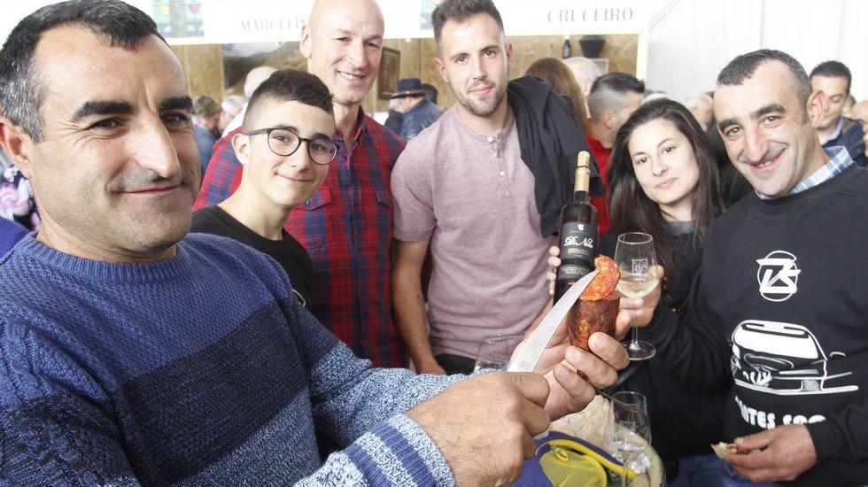 Representantes de las bodegas distinguidas en la actual edición de la Feira do Viño de Amandi