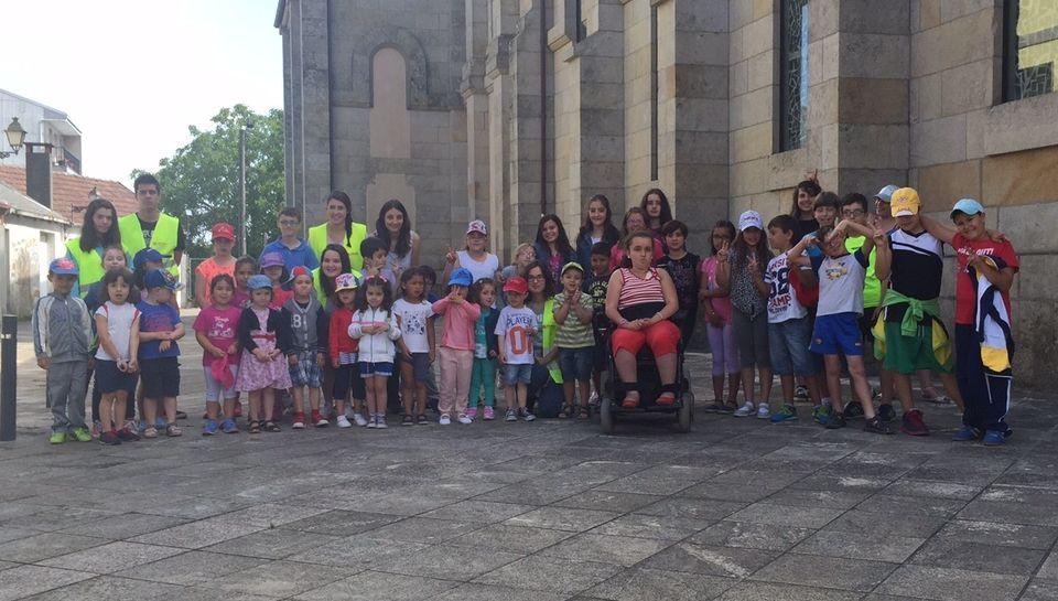 .Foto de familia de los participantes en el campamento Alfar de A Estrada.