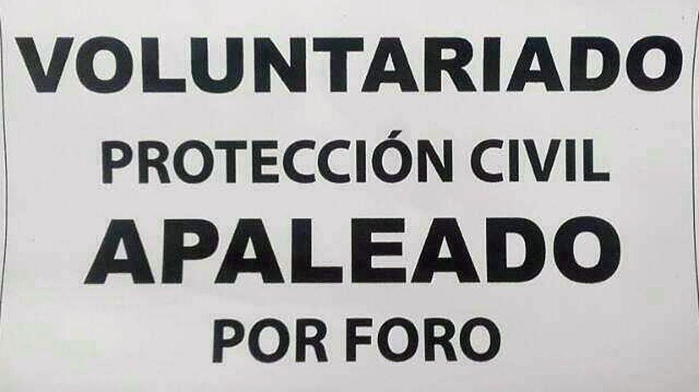 Cartel con la protesta de los voluntarios de Protección Civil de Gijón.Cartel con la protesta de los voluntarios de Protección Civil de Gijón