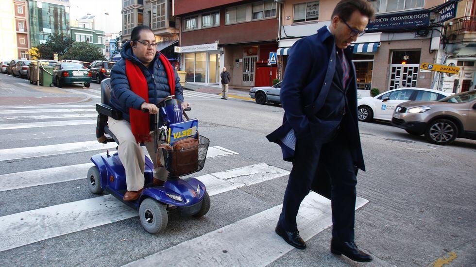 Gerardo Crespo con su abogado llegando al juzgado