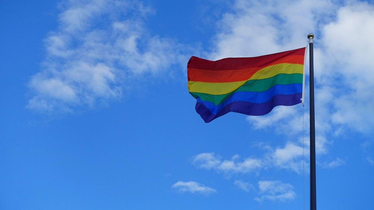 India despenaliza las relaciones sexuales entre homosexuales