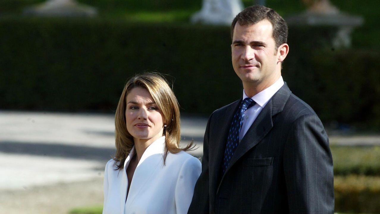 2003. Pedida de mano en el Palacio del Pardo de Madrid de Letizia Ortiz por el Príncipe Felipe de Borbón