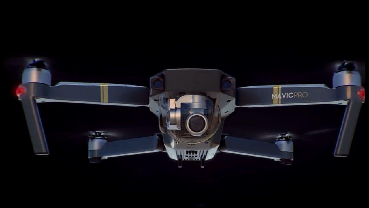 Así son los drones que estrenará la DGT en el puente de mayo.Este modelo de dron, de la marca DJI Mavic Pro, es uno de los que está probando la DGT para comprobar su eficacia en la vigilancia del tráfico