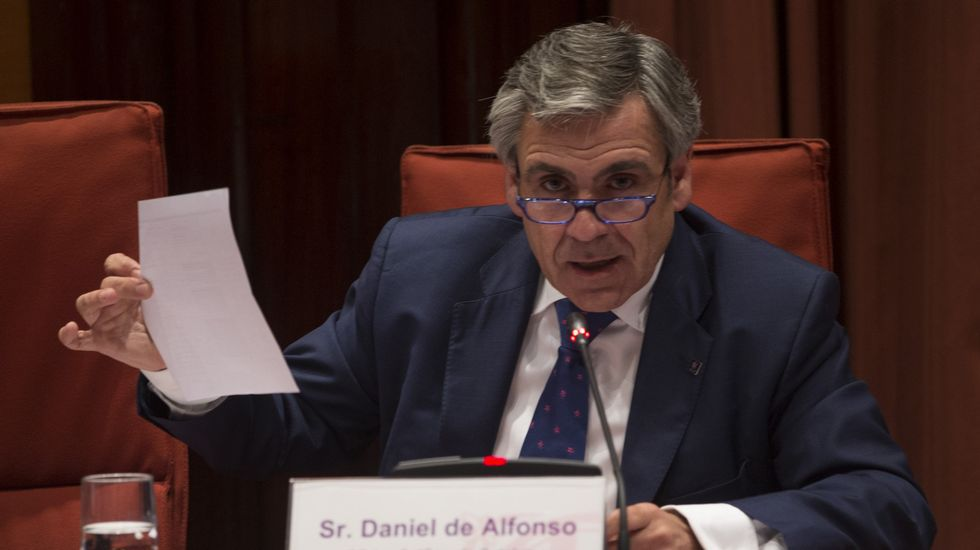De Alfonso asegura que los partidos le están usando como «cabeza de turco».Rajpy, con Rafael Hernando y Soraya Sáenz de Santamaría