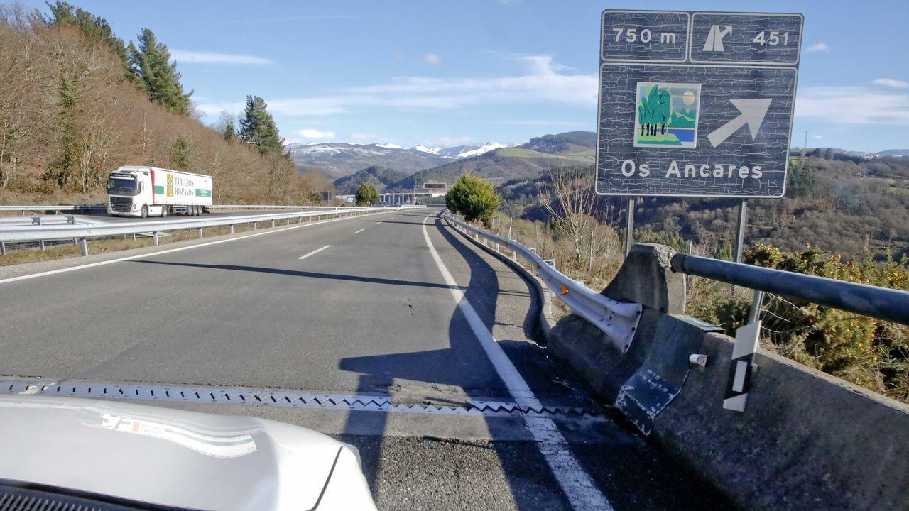 Un puente con su junta en mal estado en la salida de los Ancares dirección Madrid