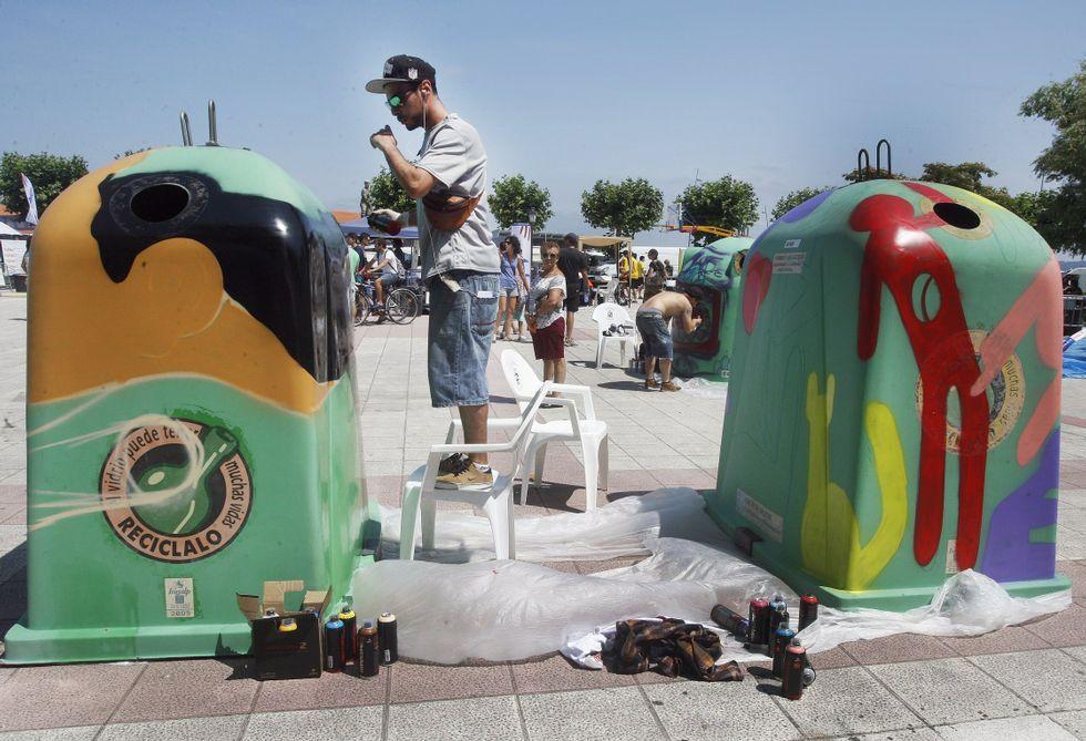 El año pasado, los participantes en el Jam Fest decoraron contenedores de vidrio.