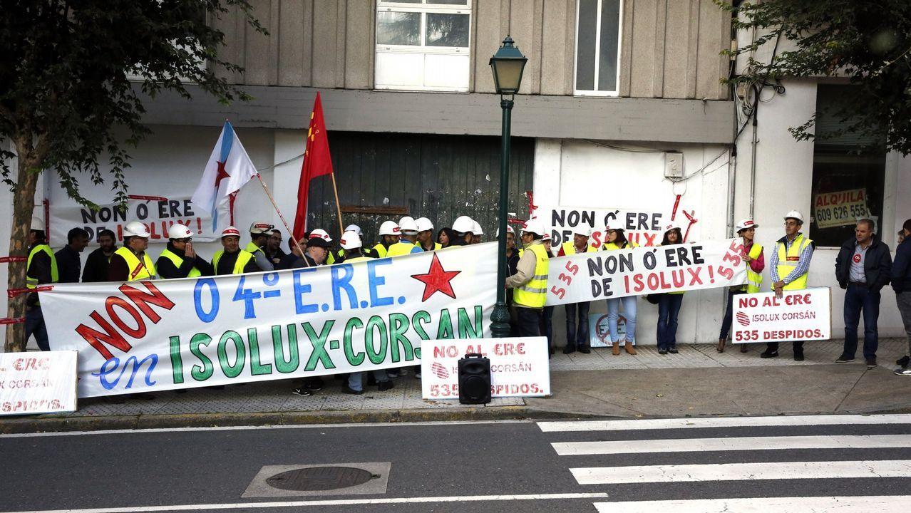 .Concentración de trabajadores de Corsán-Corbián, del grupo Isolux, ante el Parlamento de Galicia