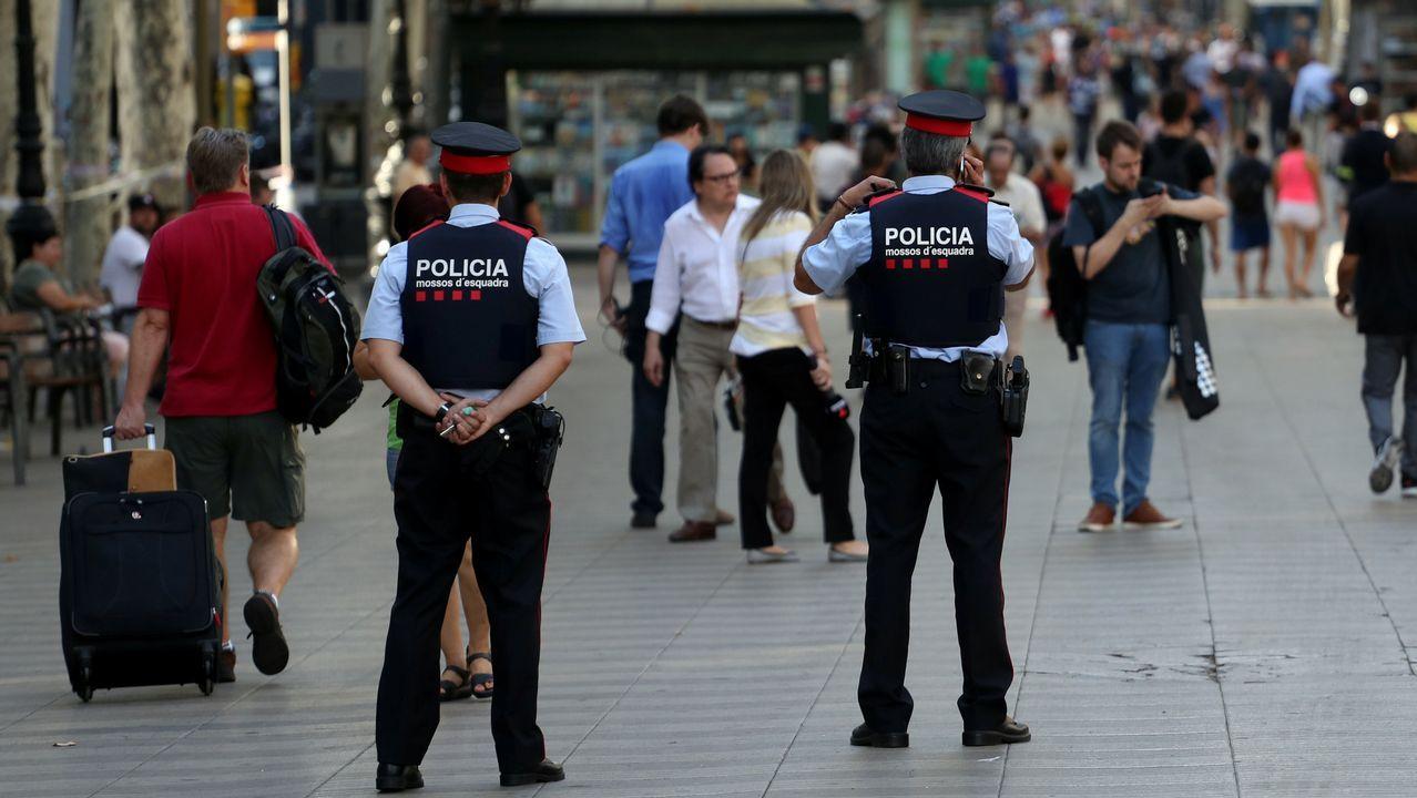 Varios agentes patrullan la Rambla en Barcelona