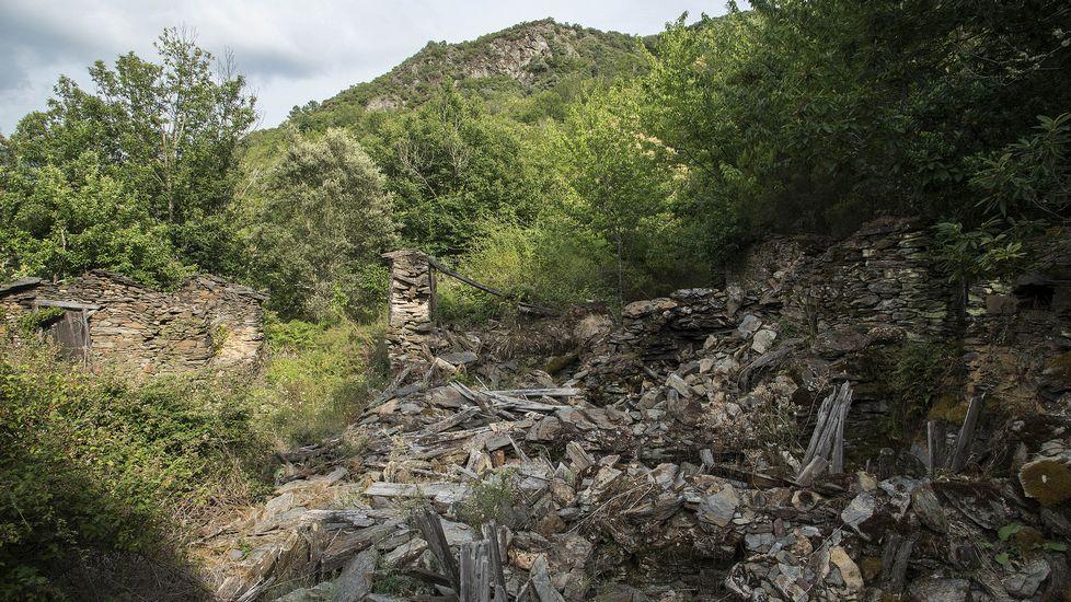 La localidad era muy visitada en tiempos por vecinos del municipio ourensano de Castro Caldelas, que poseían viñedos y sequeiros de castañas en Lentellais