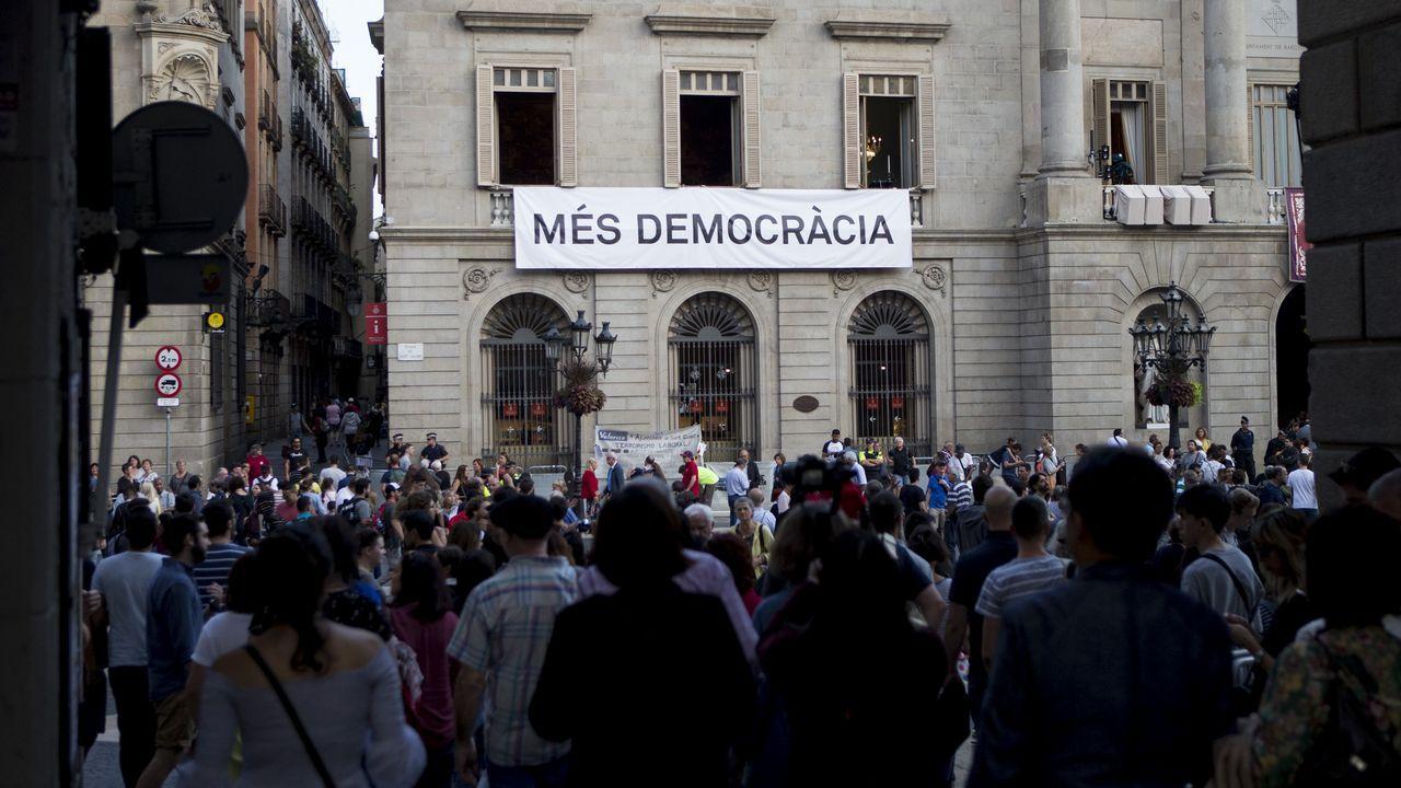 Colau cree que Rajoy debe dimitir por «cobarde» y señala que hay «mayorías alternativas» al PP