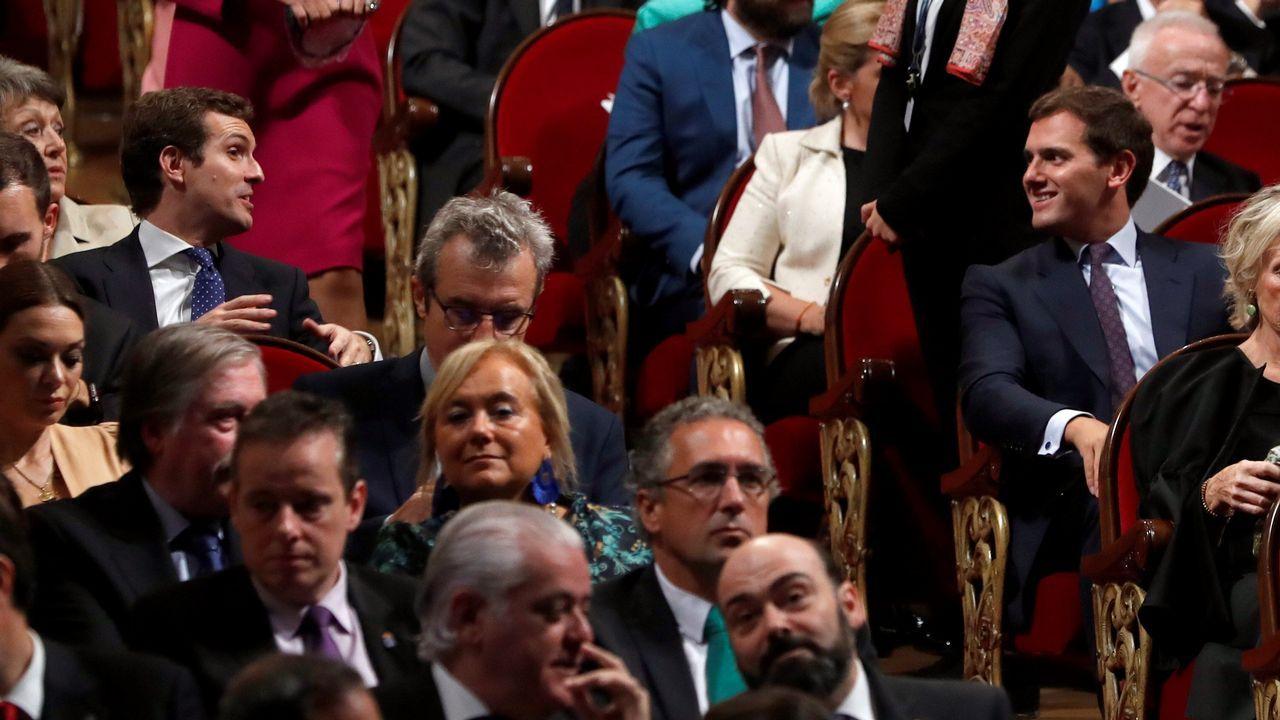 El líder del PP, Pablo Casado, y el de Ciudadanos, Albert Rivera, asisten a la ceremonia de entrega de la 38º edición de los Premios Princesa de Asturias, hoy en el Teatro Campoamor de Oviedo.