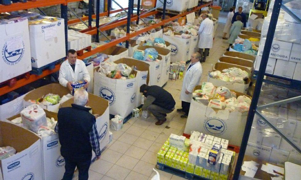 El Banco de Alimentos recogió 7.000 kilos de comida en la Operación Kilo del Alcampo de Coia