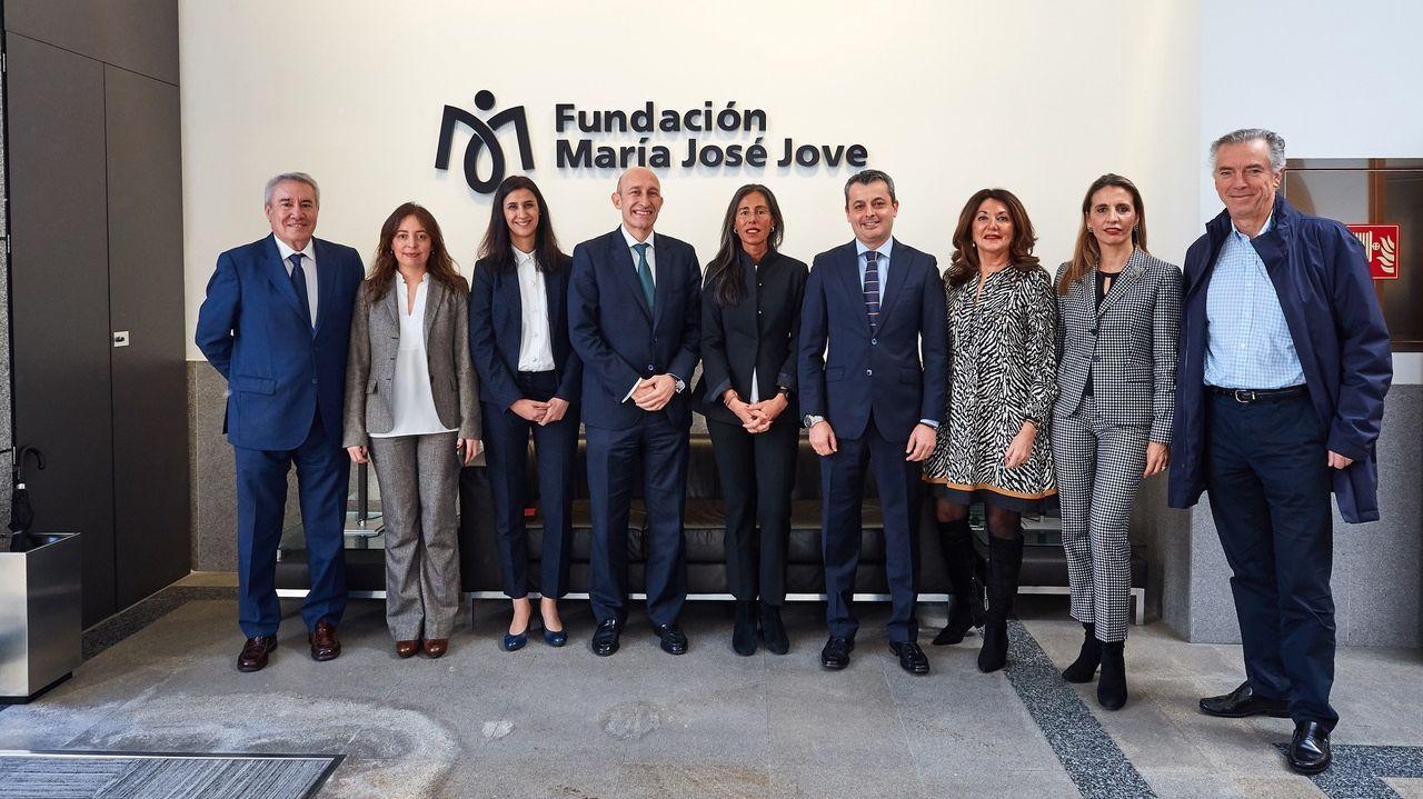 El convenio fue suscrito por Salvador Urquía y Felipa Jove (cuarto y quinta empezando por la izquierda)