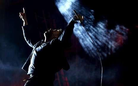Damon Albarn, durante la actuación de Blur. <span lang= es-es >jose coelho </span><span lang= es-es >efe</span>