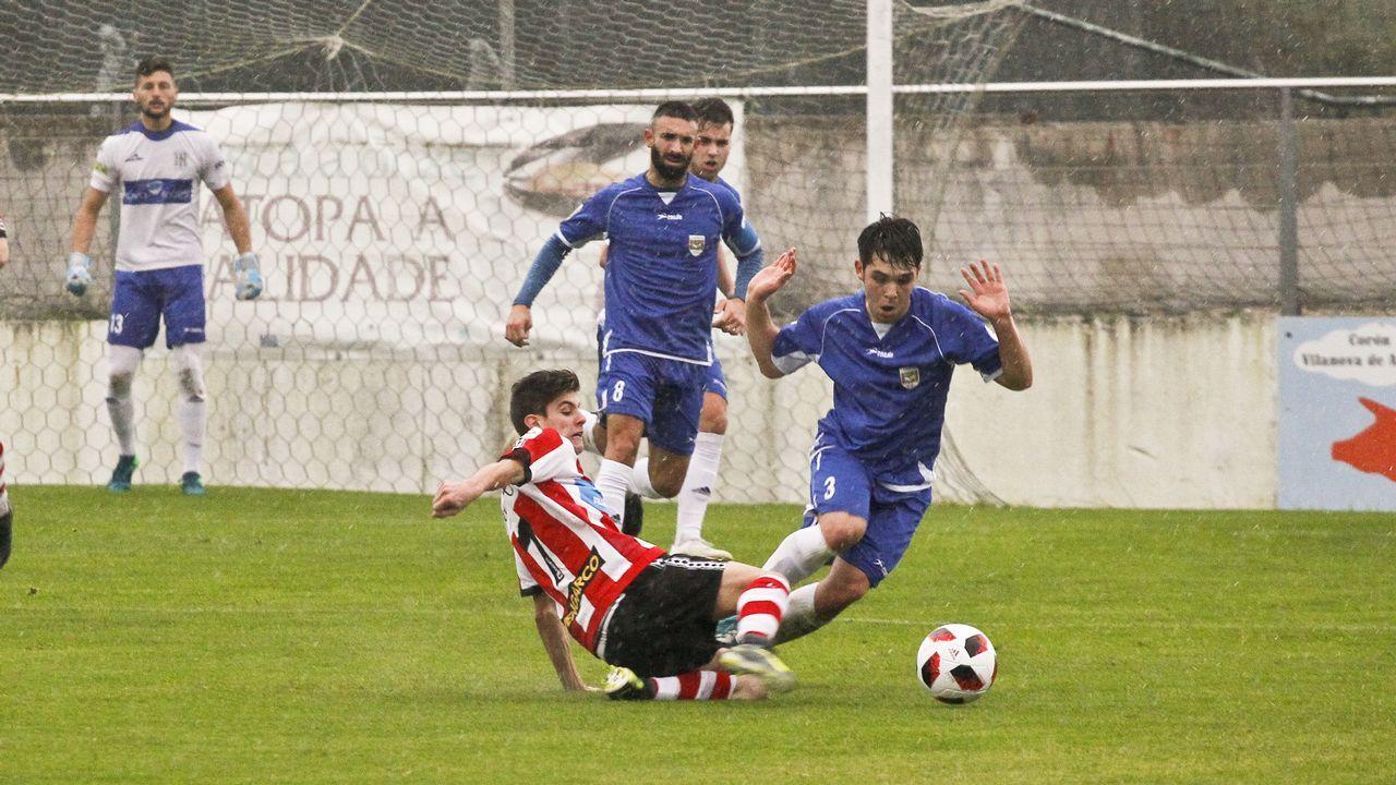 Gol Casi Lolo Josin Vetusta Gernika.Los jugadores del Oviedo celebran el 1-1