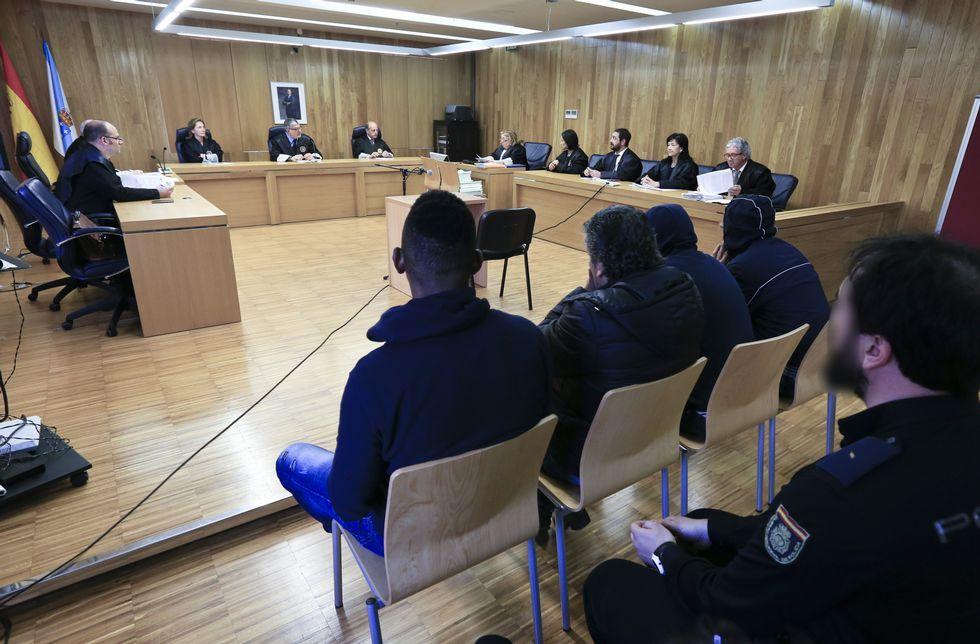 El fiscal retiró la acusación a los cuatro acusados que acudieron ayer a la Audiencia.