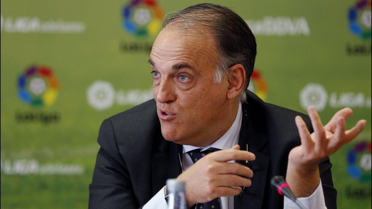 Saúl disparando en el Oviedo-Rayo