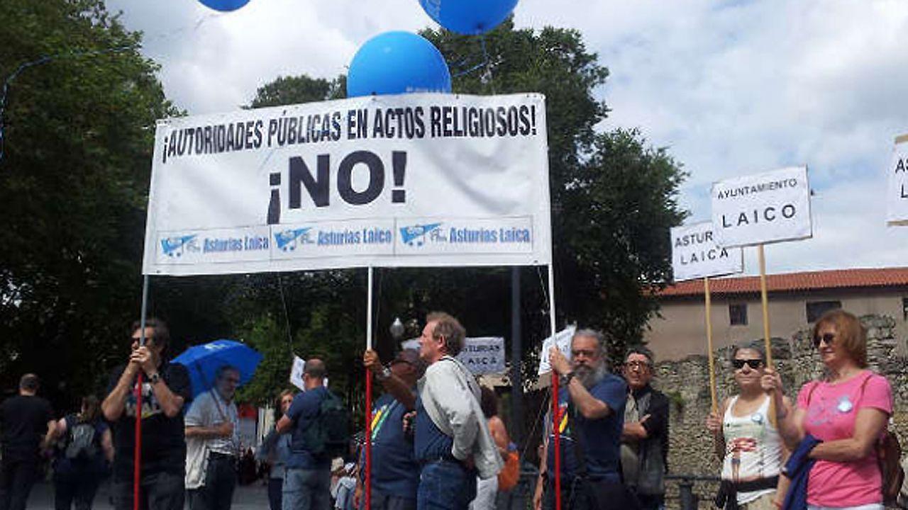 Agustín Iglesias Caunedo, en una junta local del PP de Oviedo.Un trabajador en un andamio