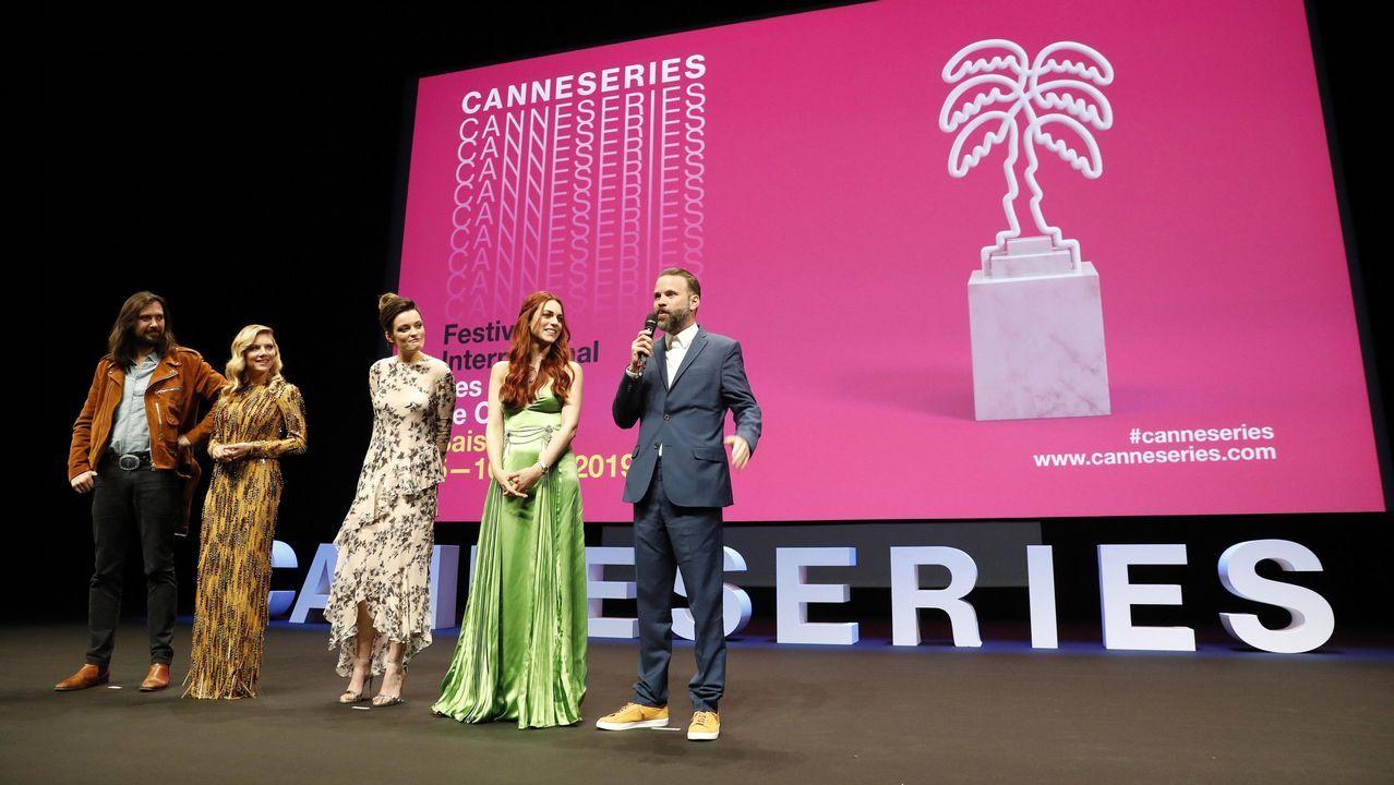 La reina Letizia Ortiz visita el escenario de «La Casa de Papel».«El cuento de la criada»