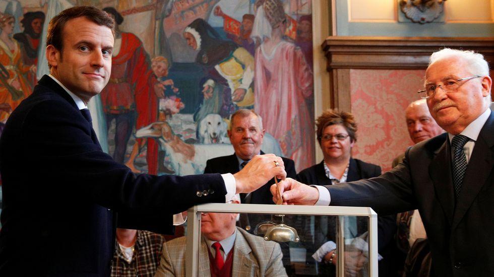 Macron votando en Le Touquet