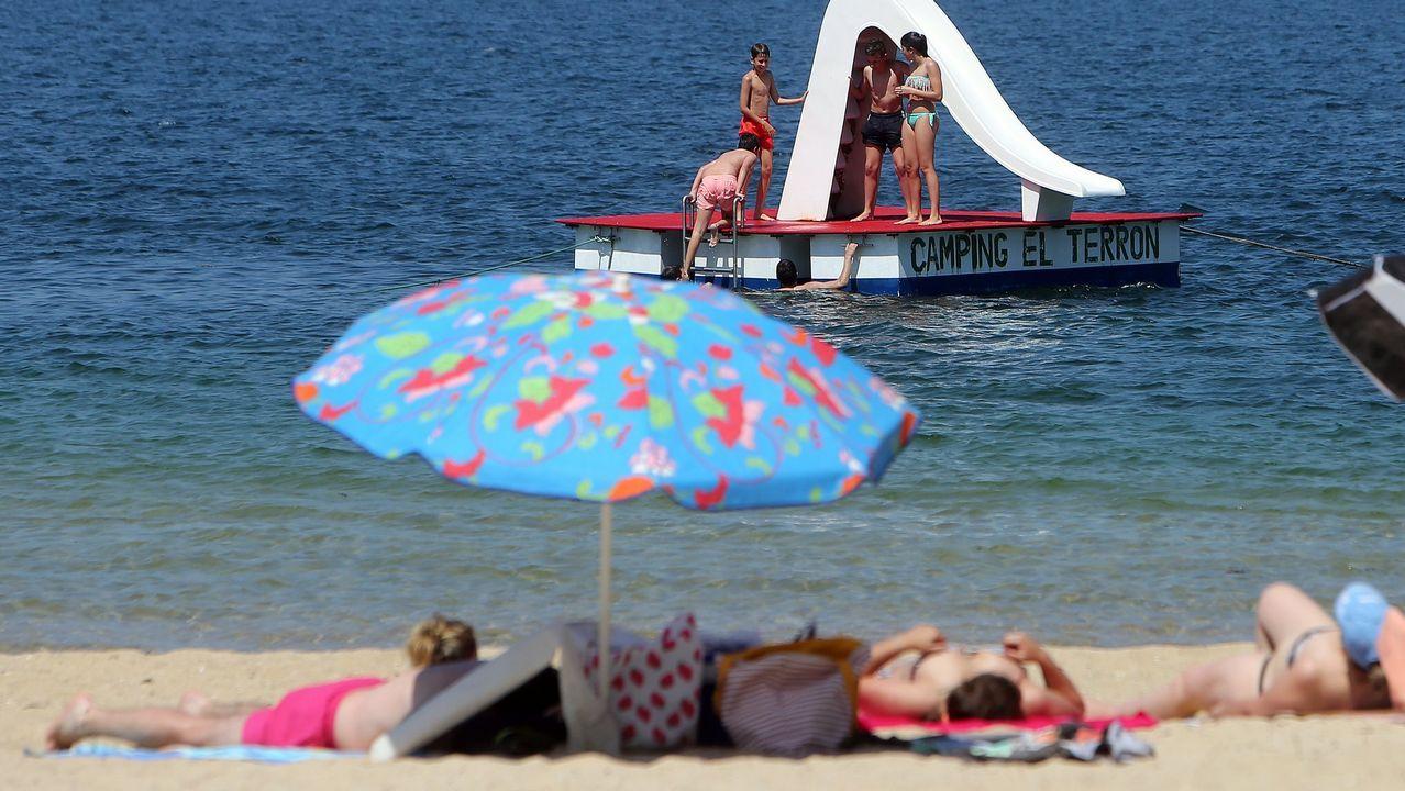 Un arroaz acróbata en una playa en Marín.Diego Canga Fano
