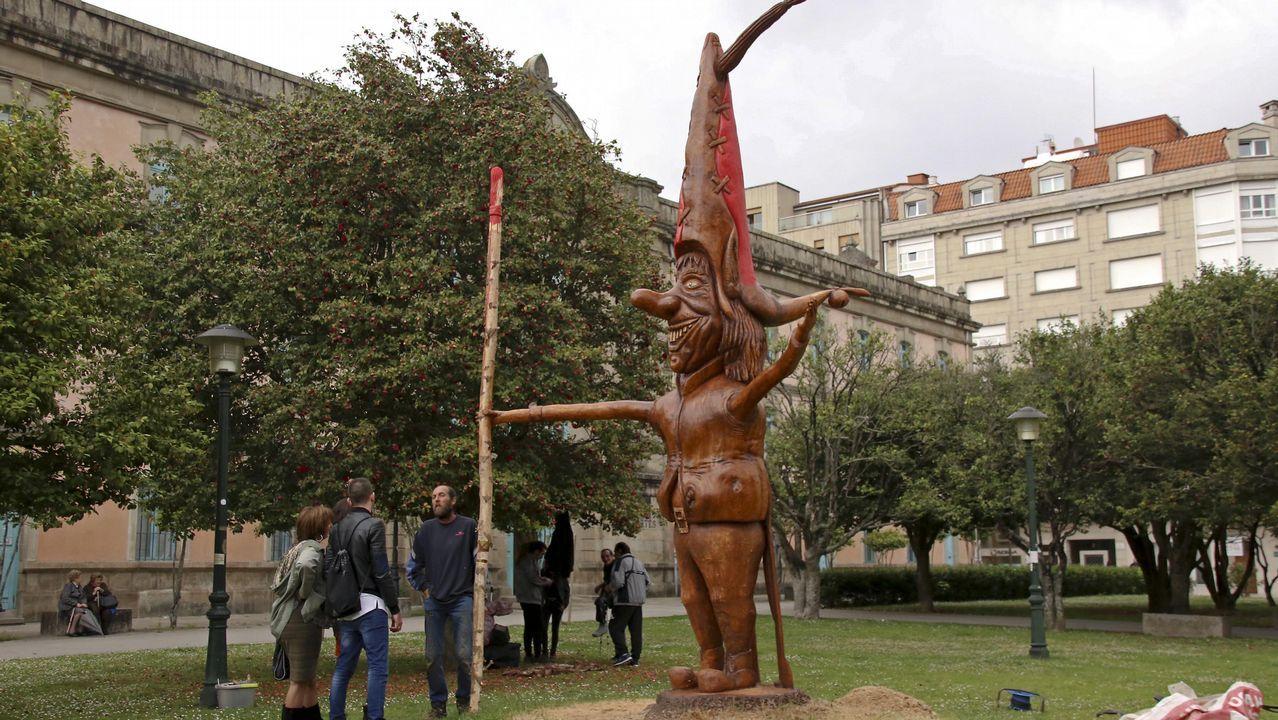Inauguración escultura en los jardines de Bellas Artes.Lores celebrando la victoria del BNG en Pontevedra