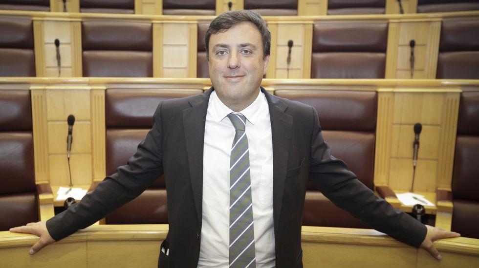 El pleno celebró un minuto de silencio por las dos niñas muertas en el crimen de Moraña.