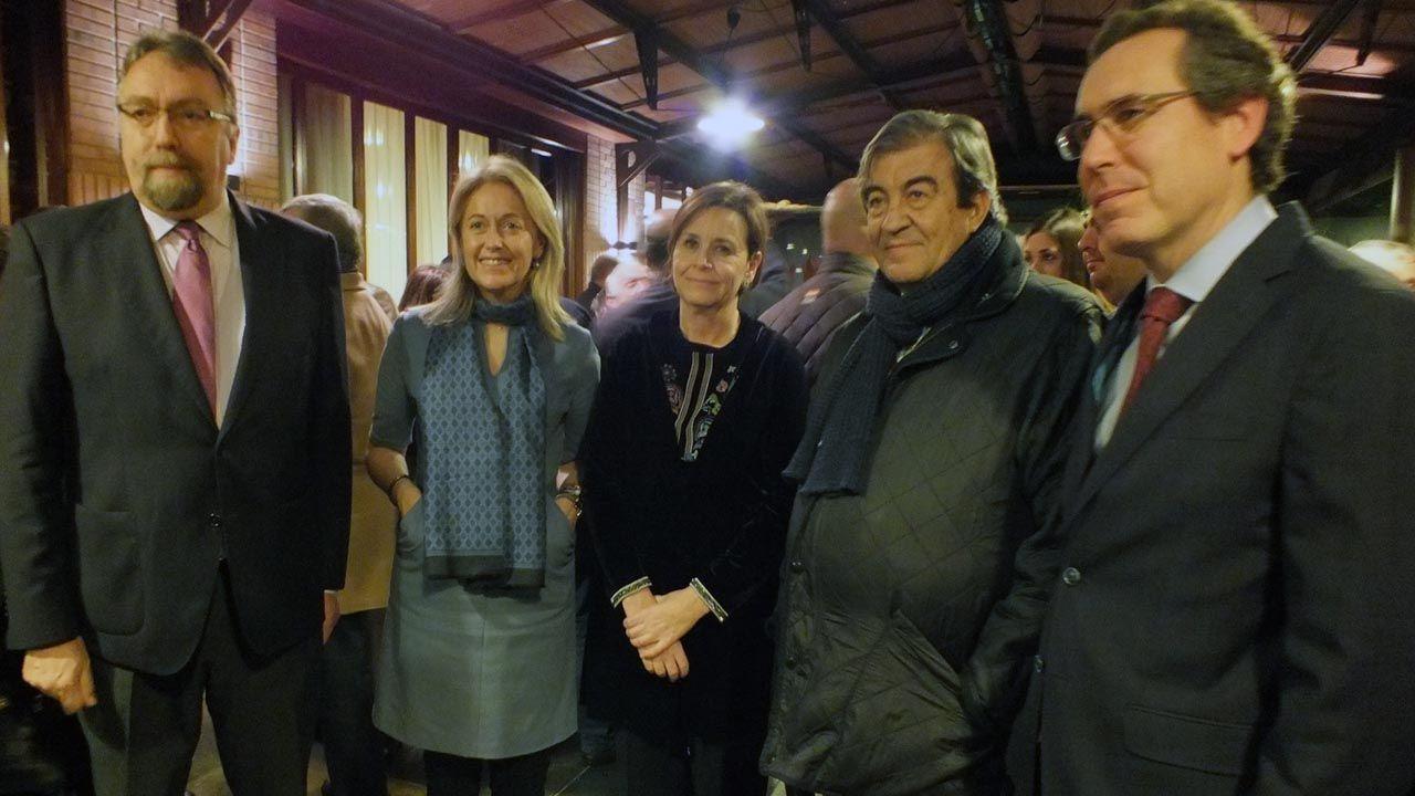 Agustín Iglesias Caunedo, en una junta local del PP de Oviedo.Isidro Martínez Oblanca, Cristina Coto, Carmen Moriyón, Francisco Álvarez-Cascos y Fernando Couto