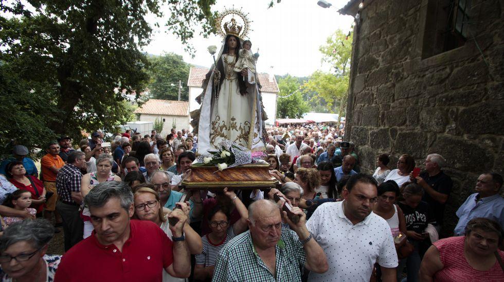 Multitudinaria subida de la imagen de la Virxe dos Milagres en Caión. ¡Mira las imágenes!