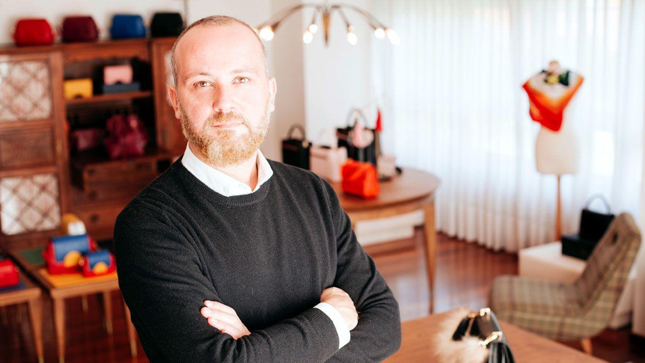 Rebrote de sarampión en Europa.Héctor Jareño, en el taller-showroom de Reliquiae