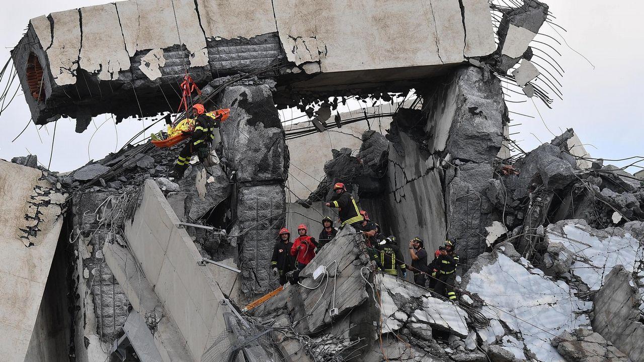 Sobrevuela el puente derrumbado en Génova